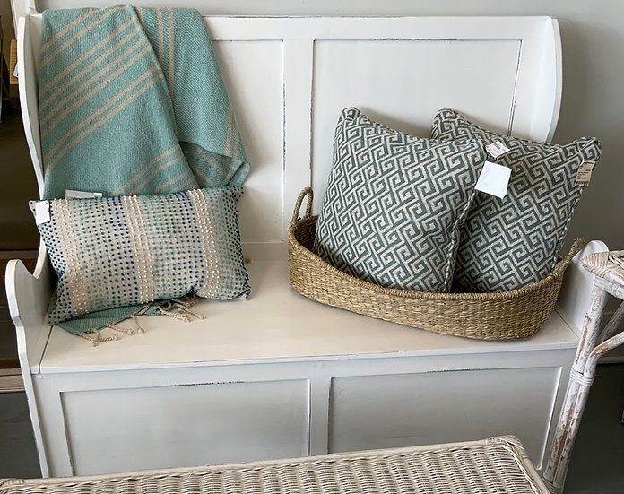 Storage bench with back