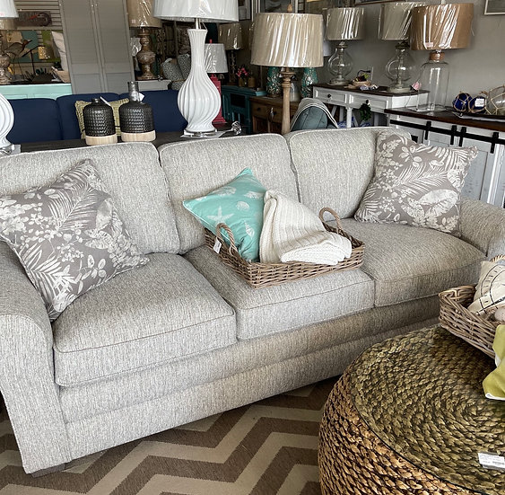 Nicodemus sofa -pashmina