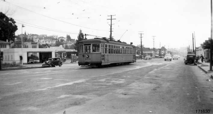Piedmont - 12 train - Grand  avenue - 171630ks.jpg