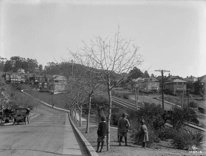 Piedmont or Oakland - HOMES VISTA - 1912