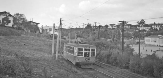 A Number 11 streetcar navigates between Linda Avenue and Oakland Avenue, around 1940. .jpg
