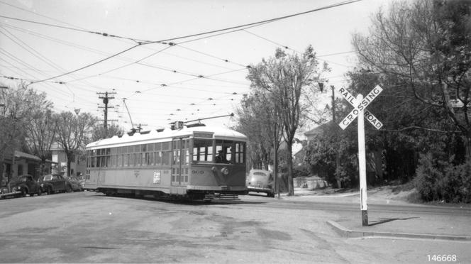 Key - Piedmont and Highland Ave 10 car line RR Crossing sign car 909 - 146668ks.tif