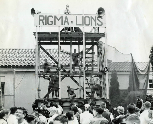 Rigma Lions - class of 1963 lions in the courtyard.jpeg