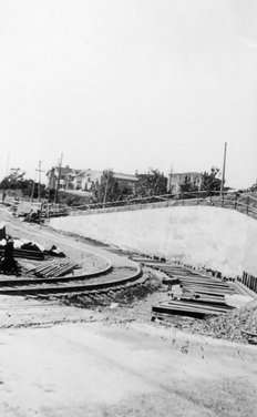 Key - Building - Says 1633 on the front, building of arroyo station curve - 81066ks.tif