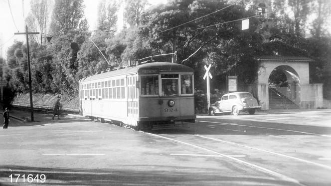 Piedmont - 10 train - Highland  avenue - 171649ks.jpg