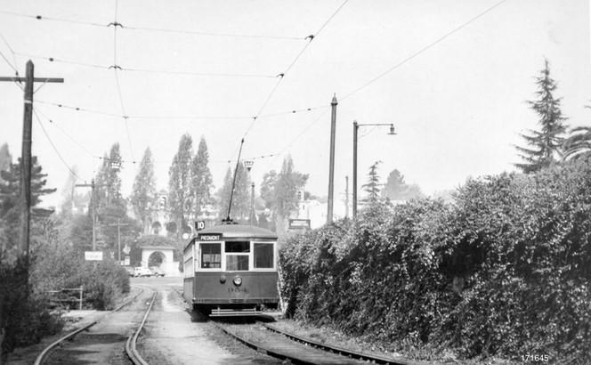 Piedmont - 10 train - Highland  avenue - 171645ks.jpg