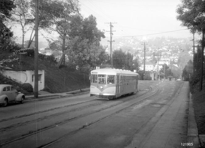 Key - 11 line in Piedmont on Oakland ave after the rose garden - 121905ks.tif
