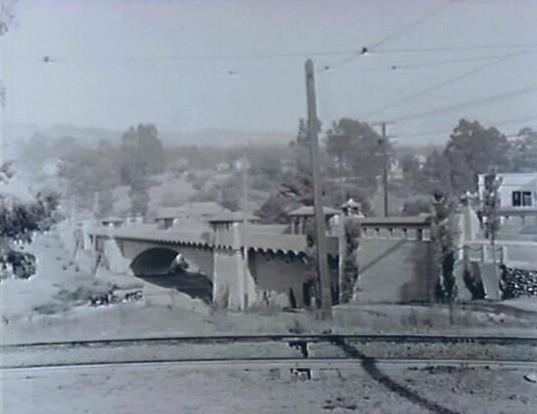 1910 oakland ave bridge_edited.jpg