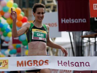 Gabi Nyffeler gewinnt den Frauenlauf