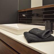 Salle de bain et robinetterie murale