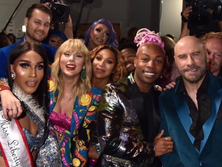 Taylor Swift Wins MTV Video of the Year Award, Makes MTV Give Entire Team a Moonman