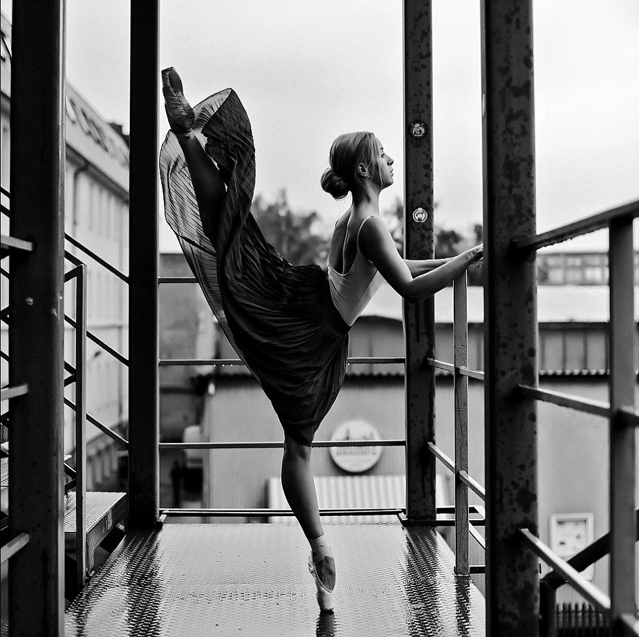 black and white ballet dancer in a building by wix photographer Mariia Kulchytska