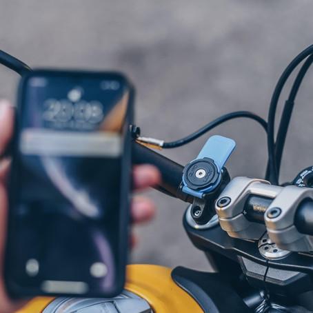 ¿Podemos usar el Celular mientras vamos en Moto?