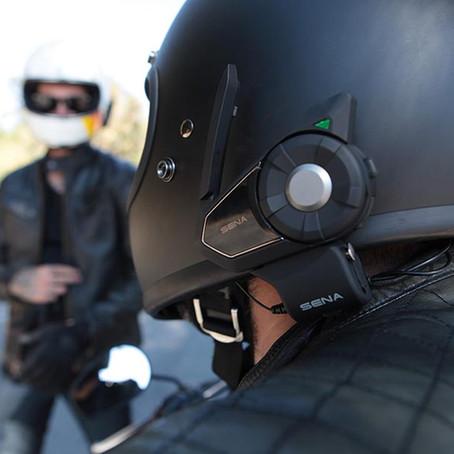 ¿Es Legal el uso de Intercomunicadores y GPS en una Moto?