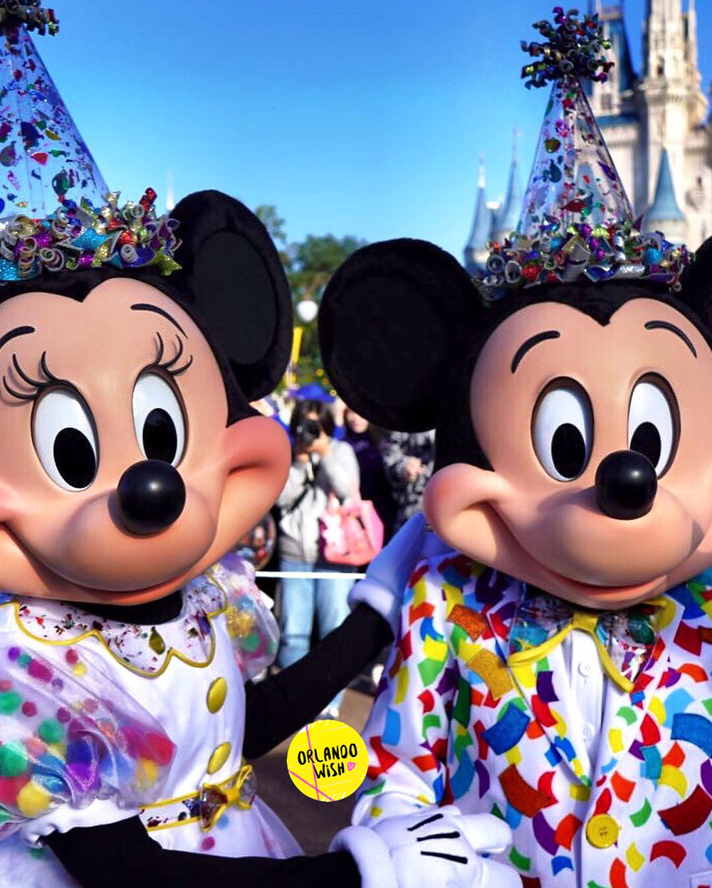 90 personagens celebram os 90 anos de Mickey Mouse