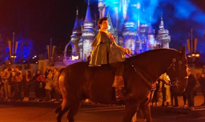 Character Cavalcades na reabertura dos parques Disney