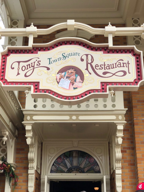Tony's Town Square - Restaurante da Dama e o Vagabundo em Magic Kingdom