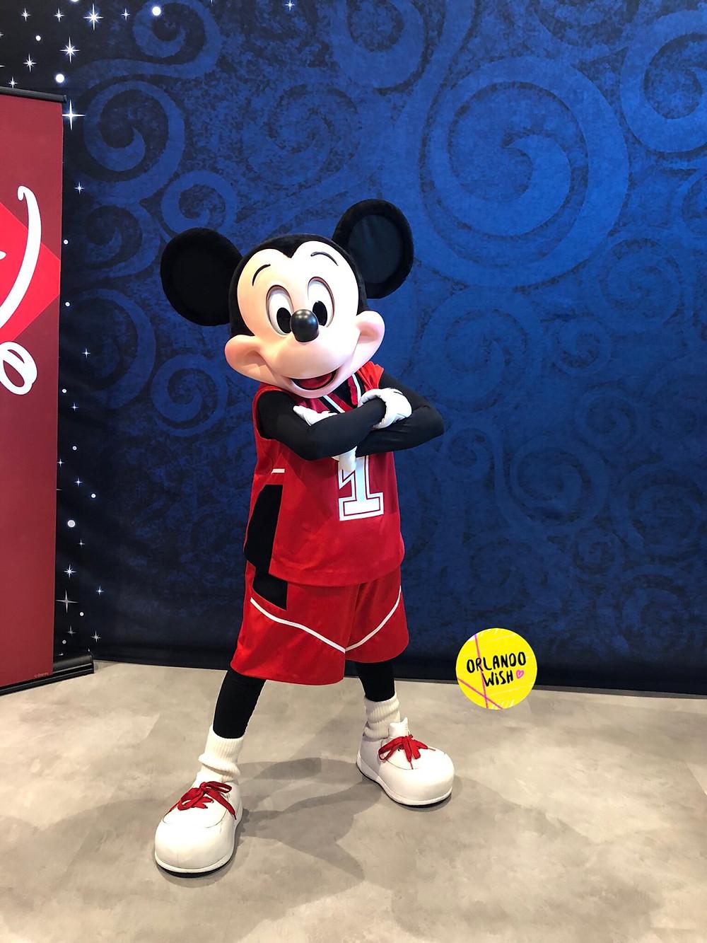Mickey na NBA Experience em Disney Springs