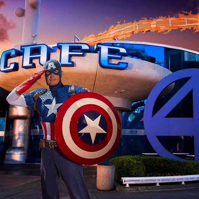 Refeição com personagens da MARVEL no parque Universal