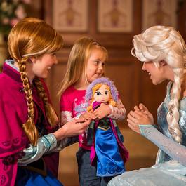 Ana e Elsa se despedem de Magic Kingdom