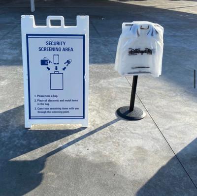 Novo procedimento de verificação de bolsas para entrar nos parques