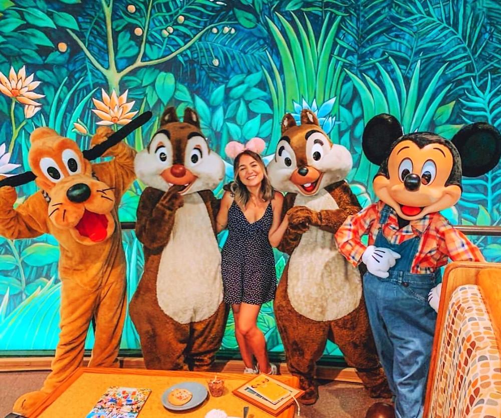 Refeição com personagens Disney na reabertura dos parques temáticos