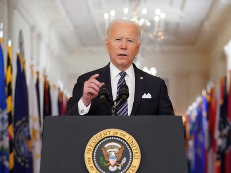 Administração de Biden prevê meados de maio para começar a relaxar as restrições de viagens