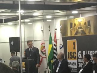 Presidente Iuga discursa em evento da ISC Brasil no qual contou com a presença de diversas autoridad