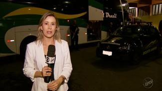 Excursões de ônibus viajam com escolta armada para evitar assaltos na Fernão Dias, em MG