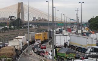 Polícia registra 30 roubos de cargas de caminhões por dia em SP no primeiro Trimestre