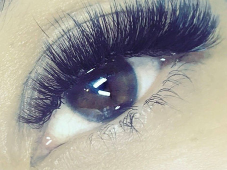 Who wants fluffy volume lashes?