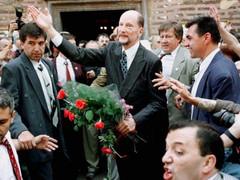 17 юни: Цар Симеон II стана министър-председател на България през 2001