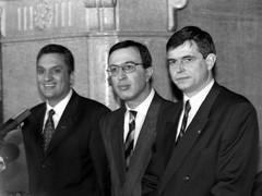 18 юни: СДС се разцепва след като Стефан Софиянски иска оставката на Иван Костов през 2001