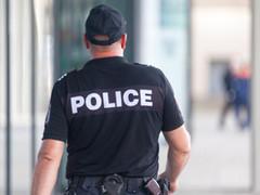 Заради насилието-полицаите ще носят личните си номера на гърба на униформите си