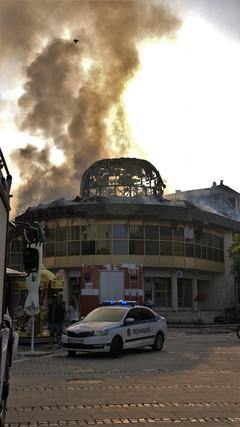 Барети търсят дупничанинът, който подпали Купола в Благоевград