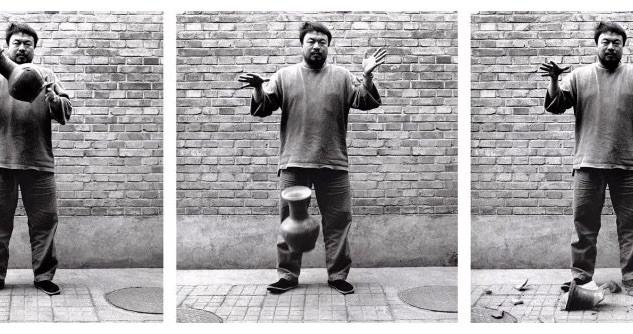 Ai Wei Wei,  Dropping a Han Dynasty Urn.