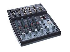 Alquila una mesa de sonido con tu equipo de altavoces para profesionalizar el sonido de tu evento.