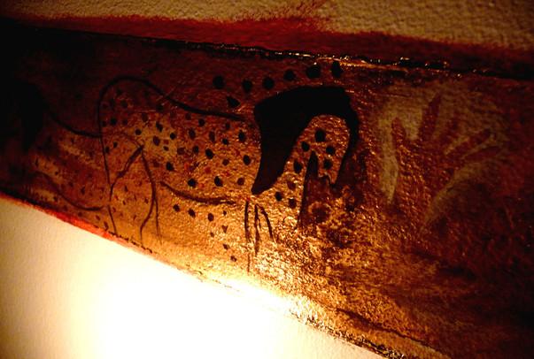peinture-murale-grotte-ornee-or-cadre-dorure-chevaux-pech-merle.jpg