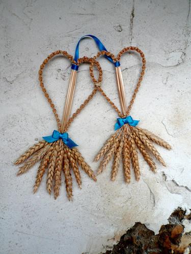 decoration-vegetale-deux-coeurs-ble-or-cadre-occitanie