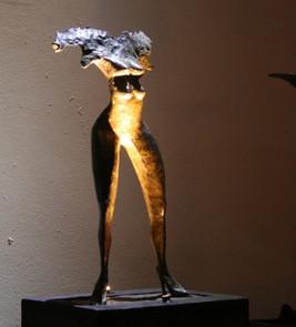argueyrolles-sculpture-femme-or-cadre
