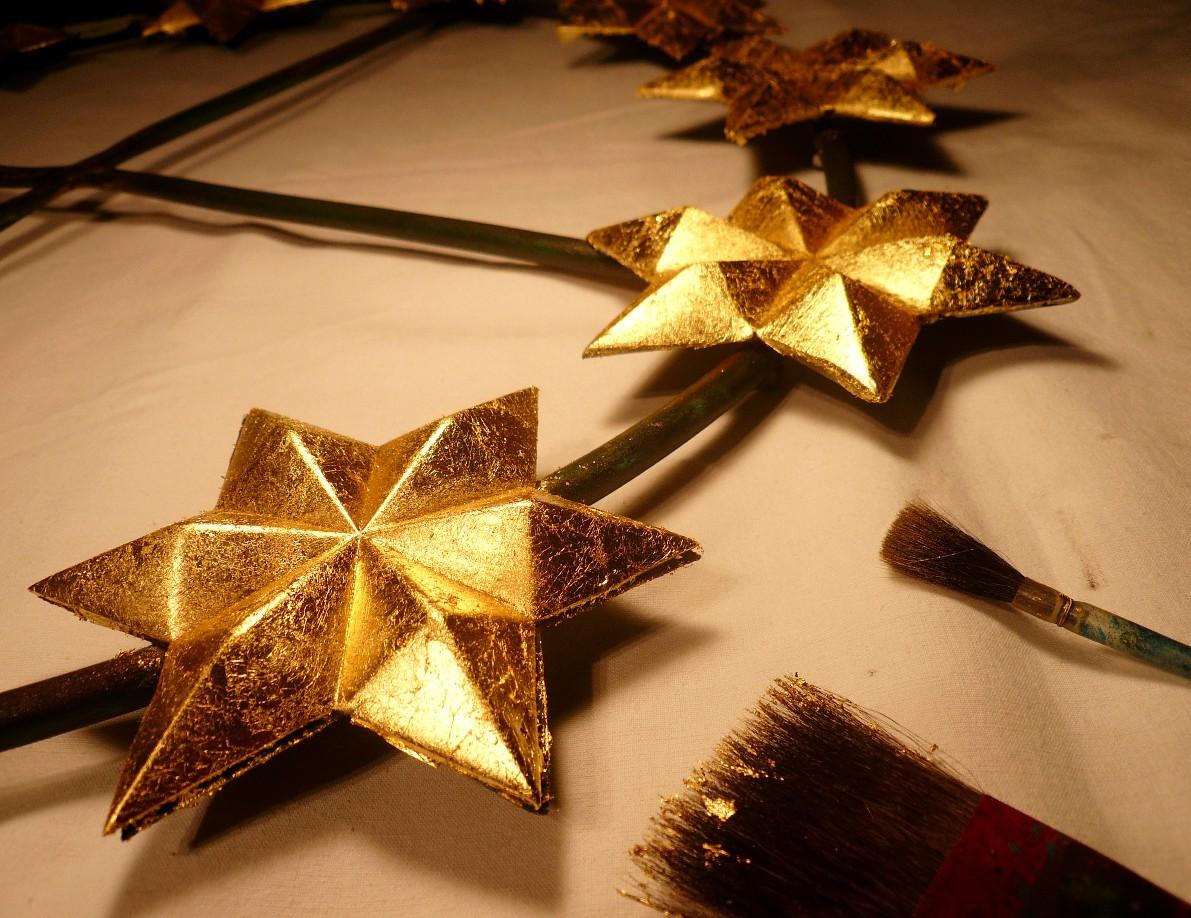 dorure-etoile-couronne-vierge-or-cadre-lodeve