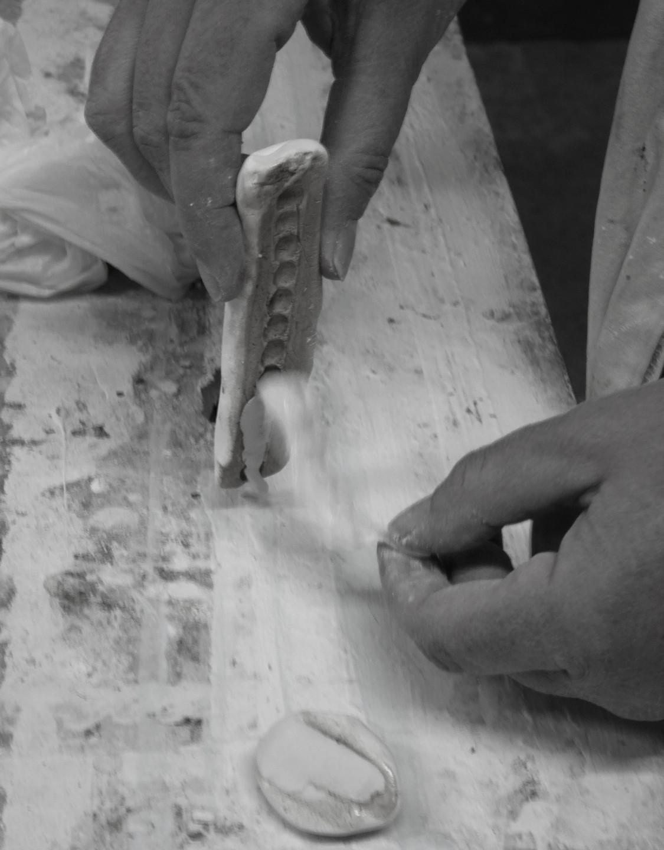 Moulage de perles réalisé au gros blanc (Or Cadre, Lodève)