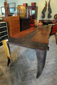 argueyrolles-mobilier-table-or-cadre