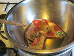How to make yur own beeswax wrap