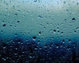 gotas-lluvia-estan-cristal-ventana-casa_