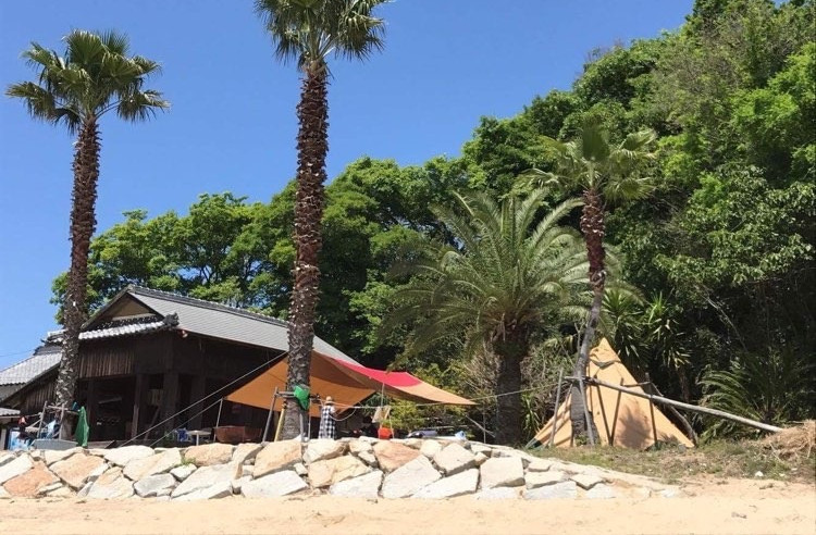 Free Cloud's Beach Front Camp