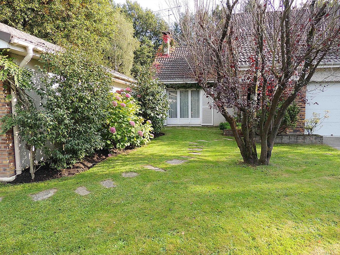 Biovert jardins entretien de parcs jardins terrasses balcons for Entretien jardin 16