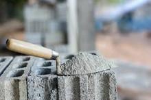 Producción de cemento baja un 33.2%