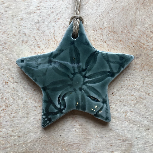 Rainforest green lace pattern star