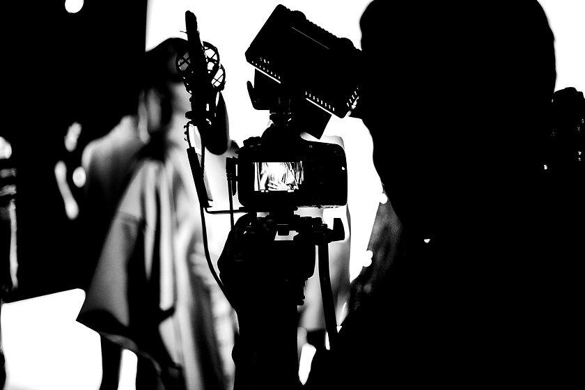 Photographer%20in%20a%20Photoshoot_edited.jpg